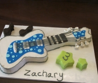 Fresh Beat Band Guitar Cake (1280x960)